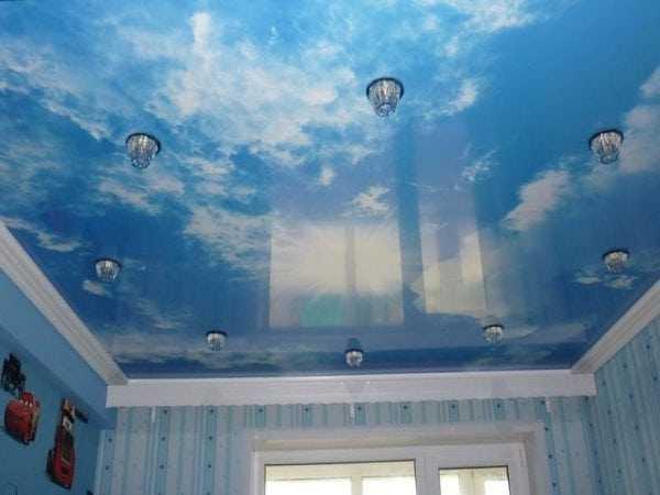 Натяжной потолок с аэрографией изображения неба