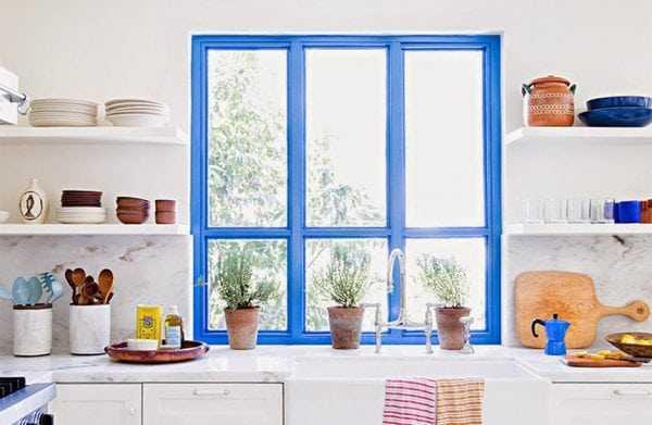 Изменение цвета окон из ПВХ позволяет обновить интерьер комнаты