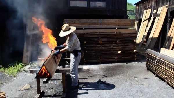 Японская обработка дерева огнем