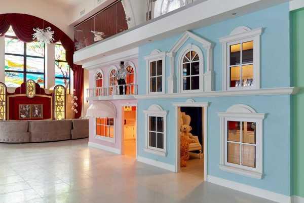 Оформление детской зоны Город детства в особняке