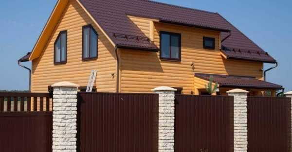 Ограждение под цвет крыши