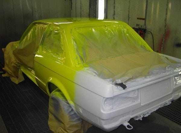 Окрашивание машины в теплом гараже