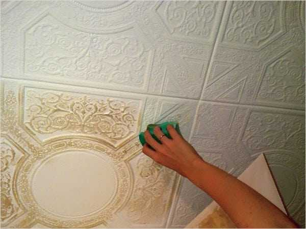 Окрашивание потолочных панелей из пенопласта