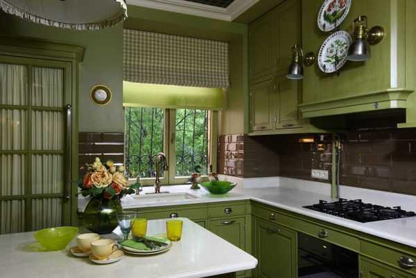 Оливковая мебель на кухне