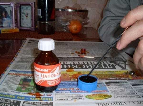 Использование пасты из шариковых ручек для окраски лампочек