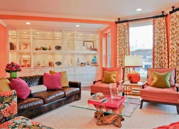 Персиковый прекрасно комбинируется с другими цветами