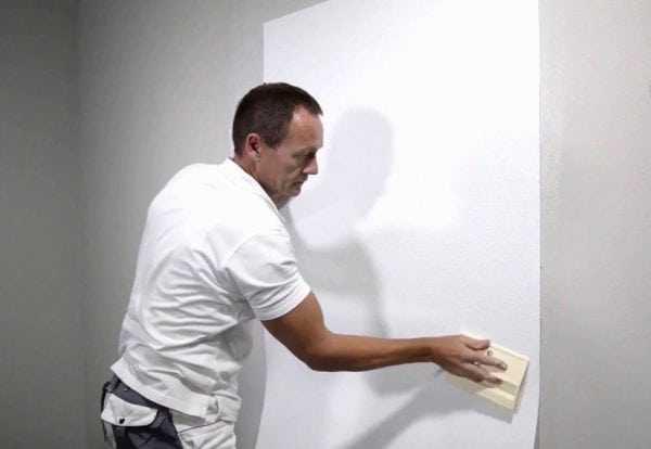 Поклейка стеклохолста на стену