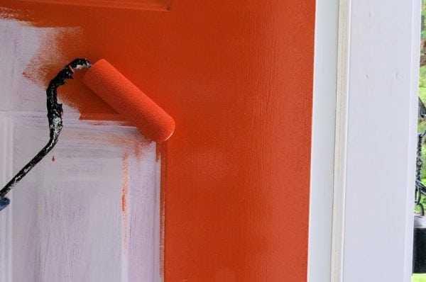 Процесс покраски акриловой краской