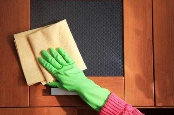 Полироль на основе синтетической смолы и растворителя для мебели
