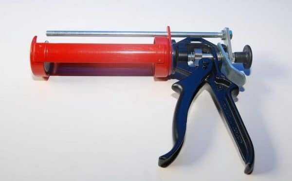 Пневмопистолет для герметика