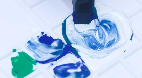Получение оттенков синего смешением различных красок