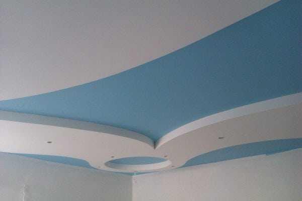 Потолок покрашенный водно-дисперсионной краской