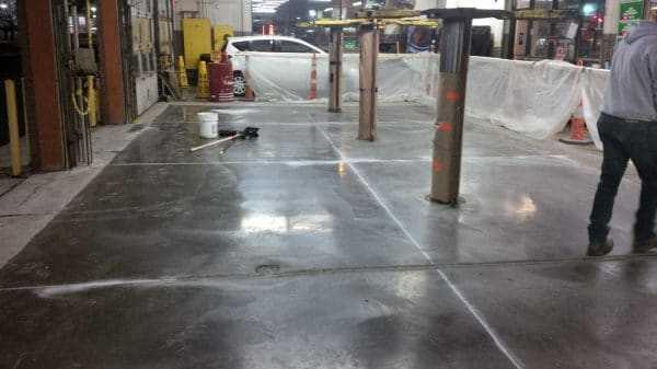 Применение заменителя бетона при ремонте покрытия парковки