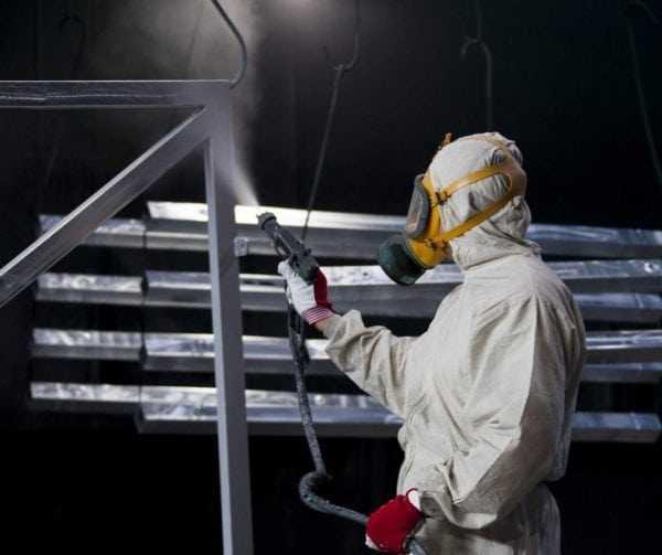 Расход эмали ХВ-785 при использовании распылителя - 125 грамм на квадратный метр