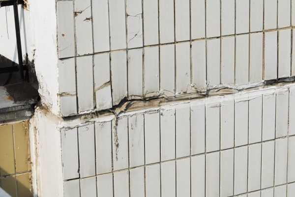 Разрушение стыка между панелями