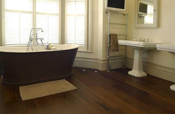 Рекомендуется герметизировать стыки при укладке в ванной и других влажных помещениях