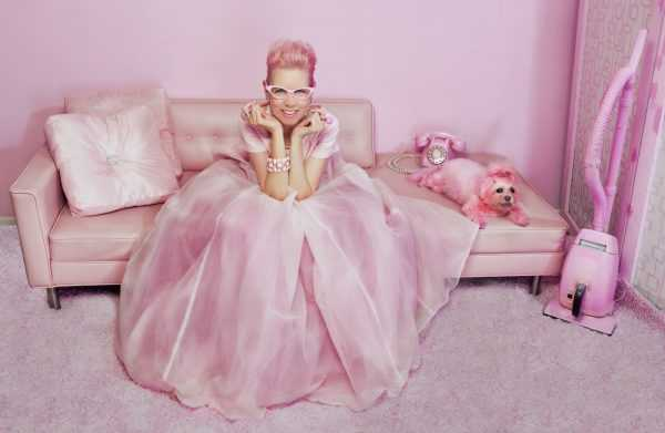Розовые оттенки выбирают мечтатели со спокойным нравом