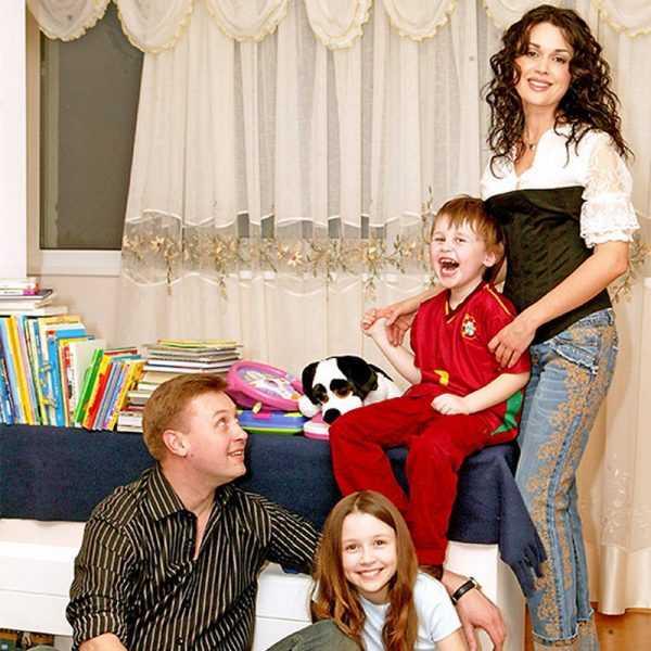С мужем Дмитрием Стрюковым и детьми