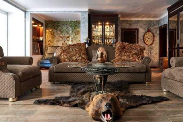 Шкура бурого медведя в гостиной