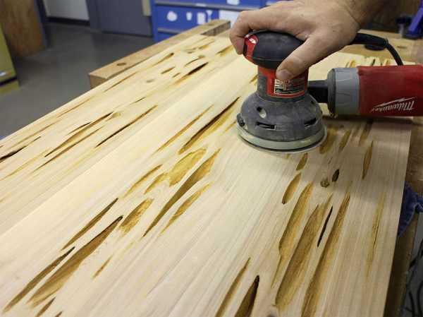 Шлифмашинка для подготовки деревянной поверхности к заливке