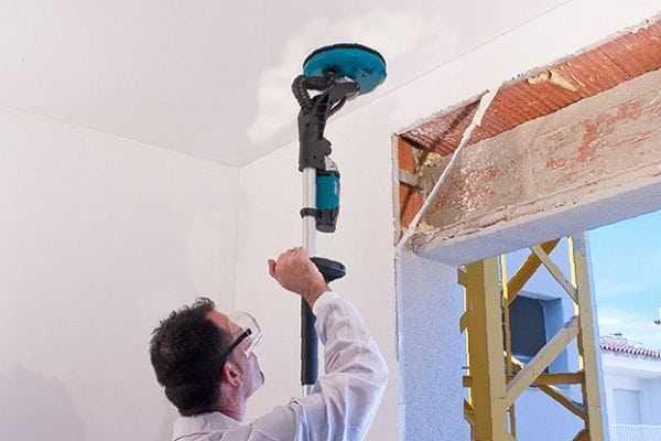 Обработка потолка шлифмашинкой