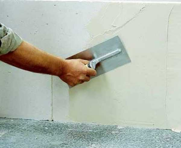 Перед нанесением грифельной краски требуется тщательно подготовить стены