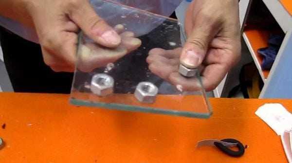 Клей ЭДП подходит для склеивания изделий из стекла и металла