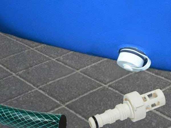 Убывание воды в надувном бассейне может быть вызвано неисправностью сливного клапана