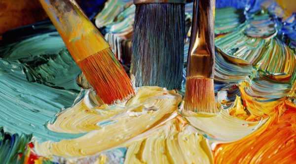 Персиковый цвет получают смешением красной и желтой краски с добавленим белил