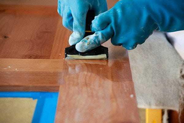 Снятие лака с деревянных изделий