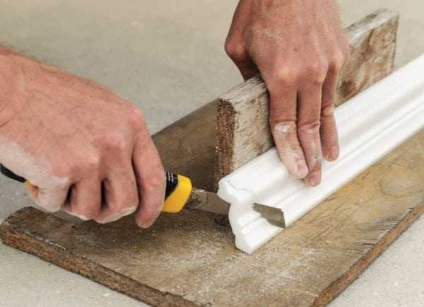 Способ резки потолочного плинтуса без стусла