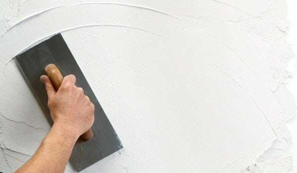 Шпаклевание стены шпателем