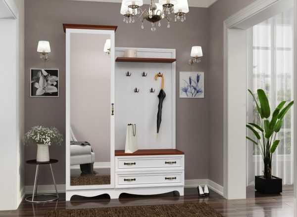 Светлая мебель в коридоре