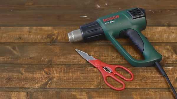 Строительный фен и ножницы