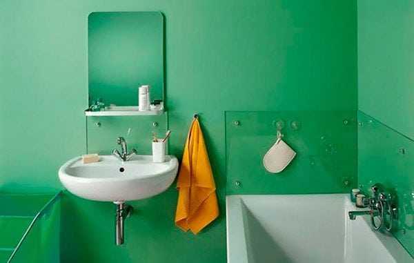 Стены ванной окрашены водостойкой краской