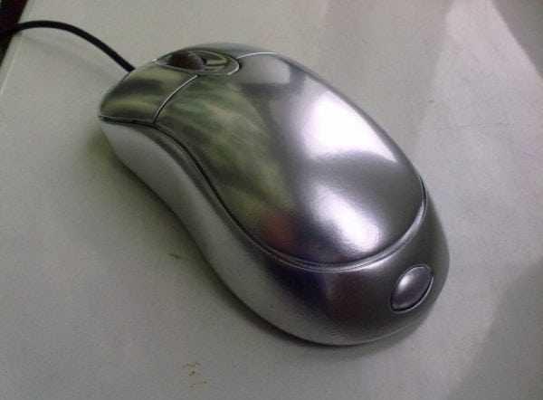 Хромированная компьютерная мышь