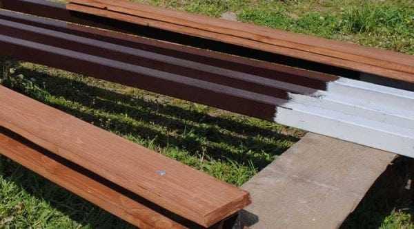 Покраска деревянного столба до установки