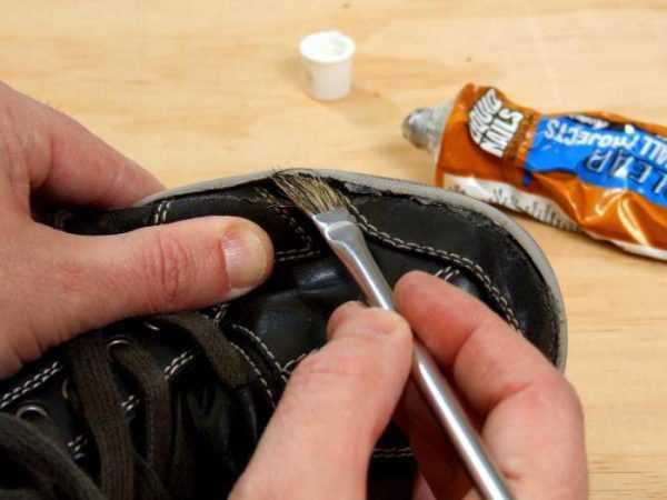 Заклейка дырки на кроссовках
