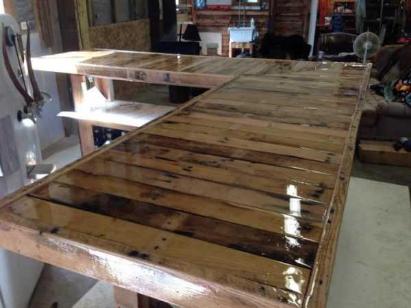 Заливка деревянной основы смолой