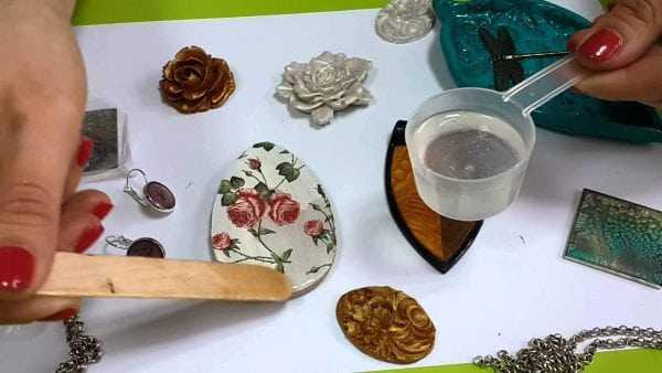 Заливка изделия ювелирной смолой