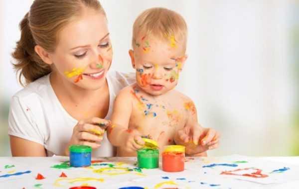 С помощью пальчиковых красок можно привить ребенку навыки рисования