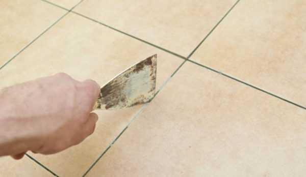 Застывший состав убирают шпателем