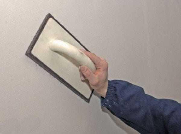 Затирка зашпаклеванной поверхности