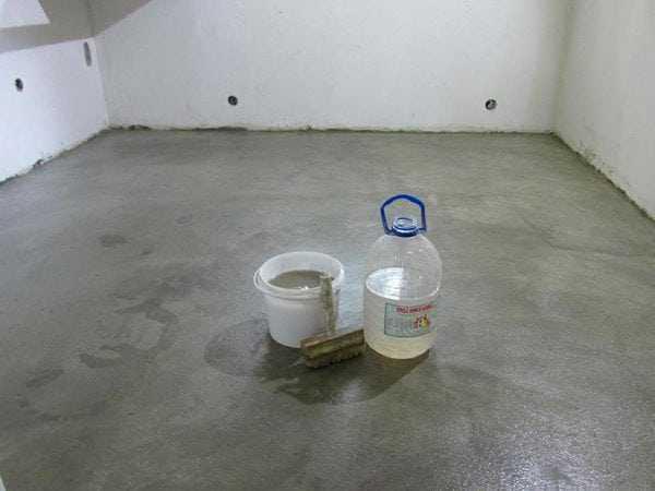 Жидкое стекло нанесенное на бетонный пол